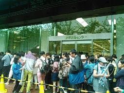 2015年6月19日のシッチーのチャリティフェアで東京流通センターに長蛇の列