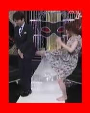 武田梨奈が有吉反省会で有吉さんのお尻にキック